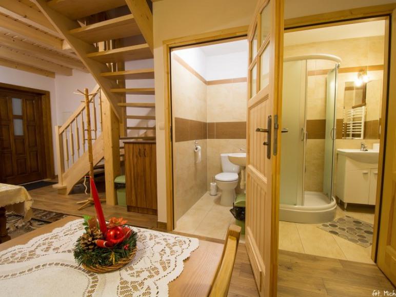 domek salon i łazienka