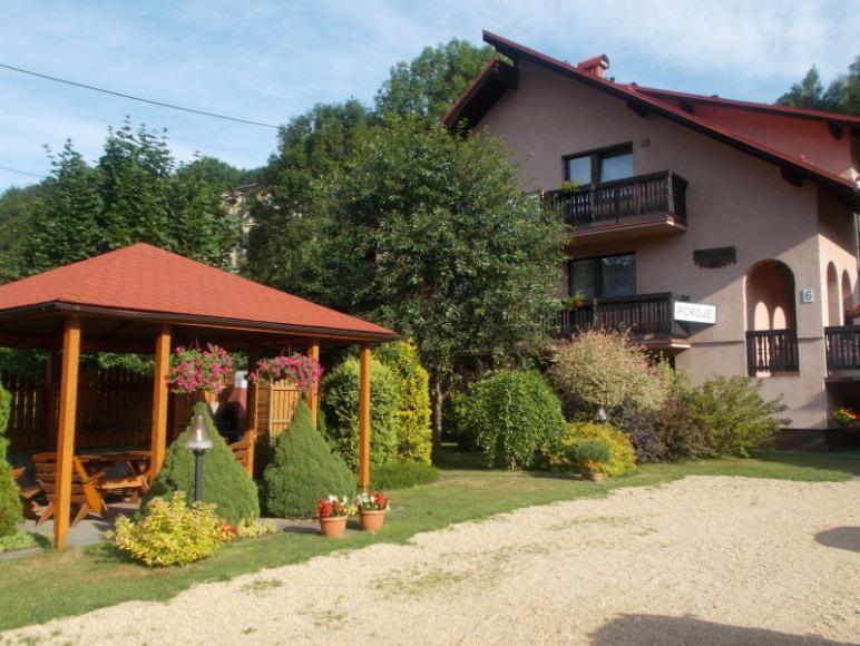 dom z pawilonem ogrodowym
