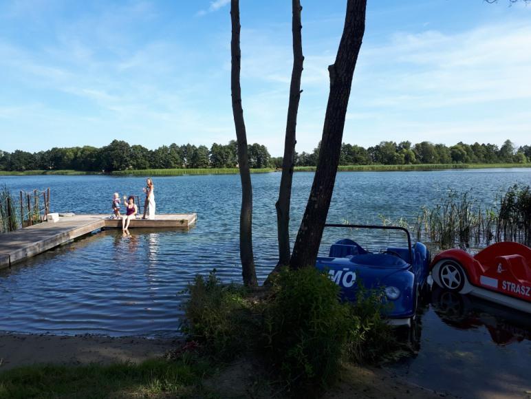 widok na jezioro w Bysławiu