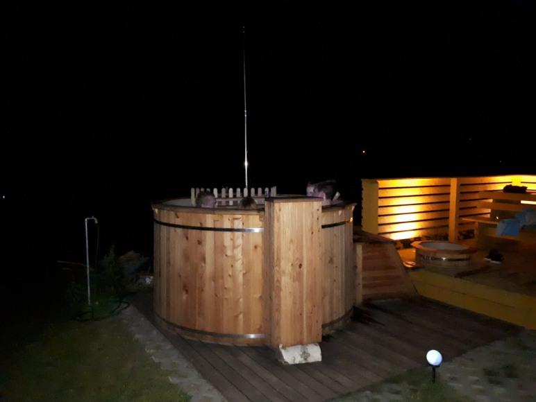 Jacuzzi i sauna nocą