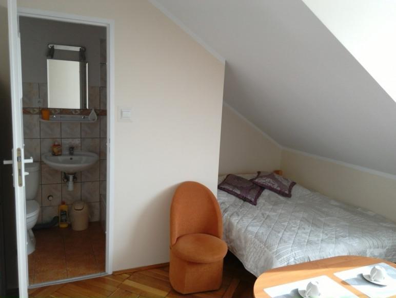 pokój nr 5 (3 os z łazienką)