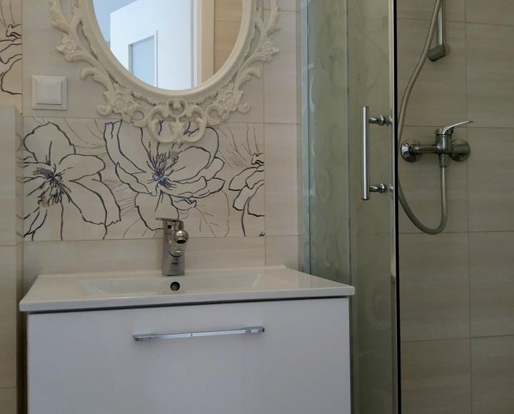 łazienka - pokój w różach