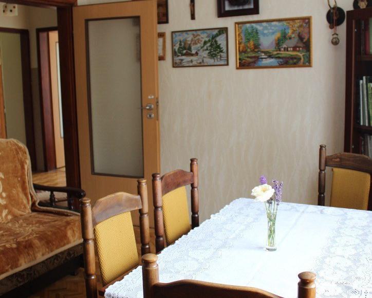 Pokój środkowy w apartamencie