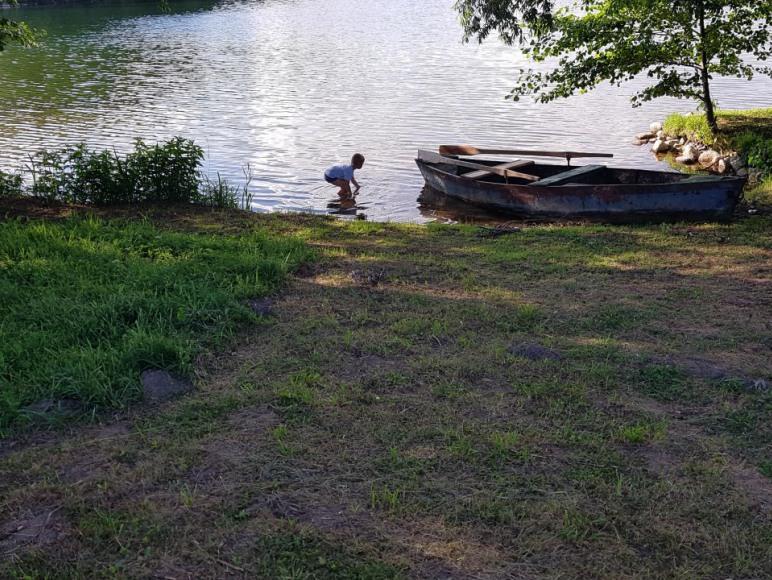 Zejscie do jeziora 200 m.