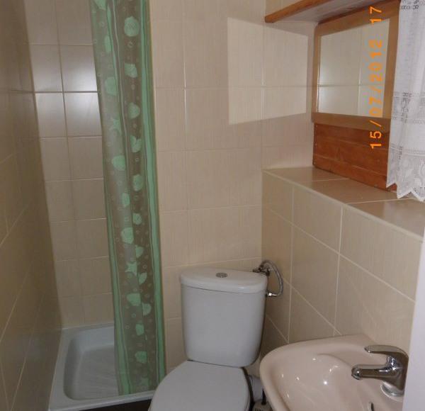 """Domek """"Niebieski"""" - łazienka"""