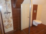 łazienka przy pokoju 4-osobowym na piętrze