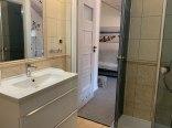 Łazienka w pokoju 3 osobowym