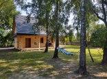 Dom z bali na wsi